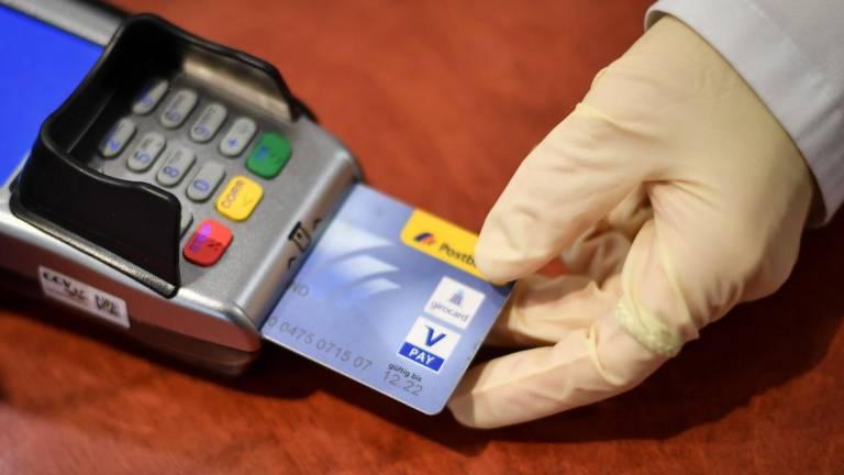 Obrigação de aceitação de pagamentos baseados em cartões de pagamento electrónico